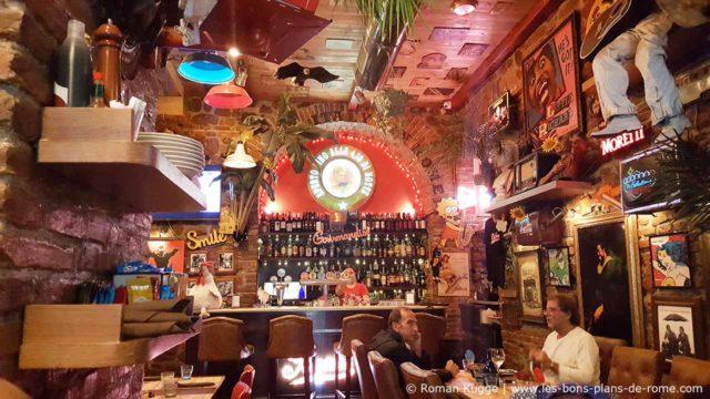 Pizzeria insolite Rome La Base déco (4)