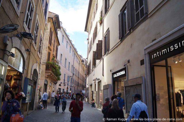 Rue commerçante Via del Giubbonari