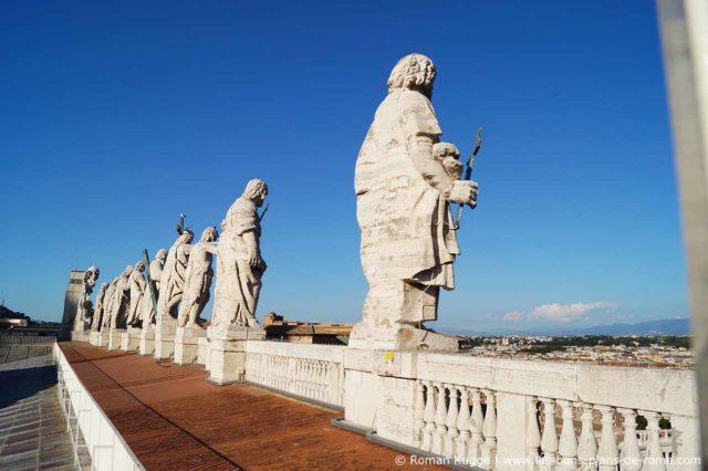 Statues Saints Toits du Vatican