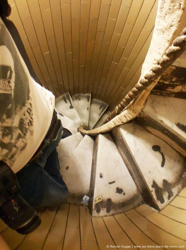 escalier étroit corde coupole Basilique Saint-Pierre