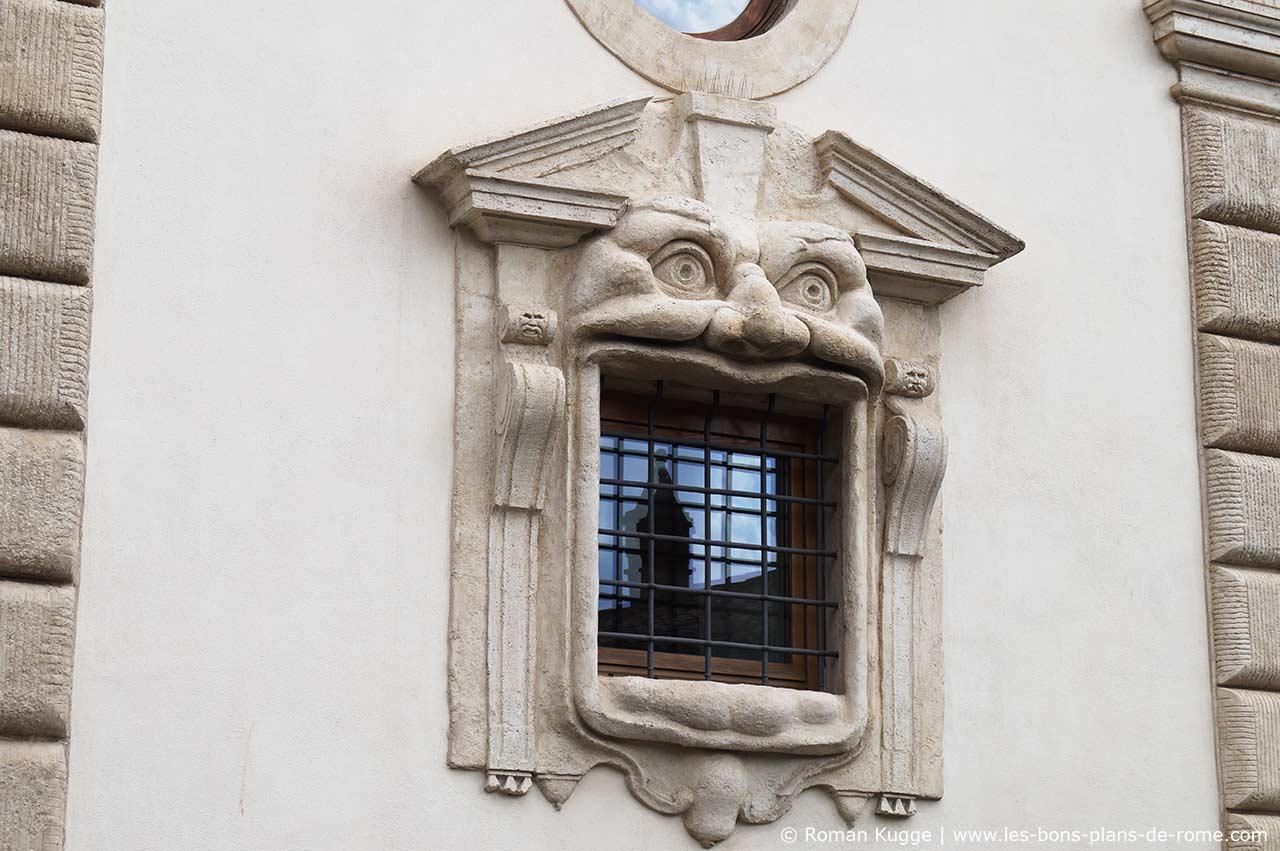 la maison des monstres rome le palais zuccari les. Black Bedroom Furniture Sets. Home Design Ideas
