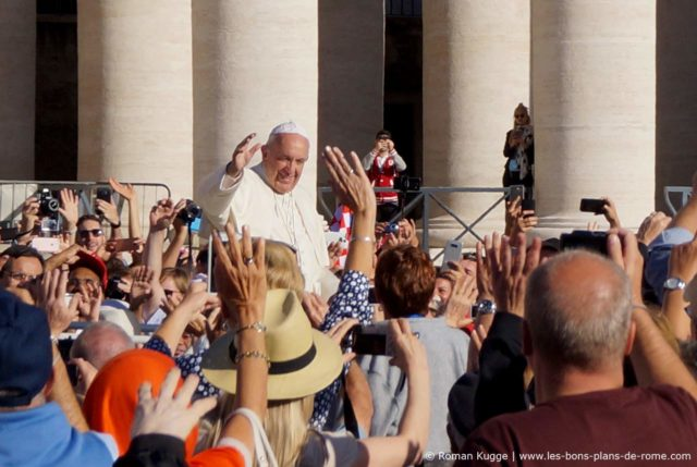 Le pape sur la place Saint-Pierre