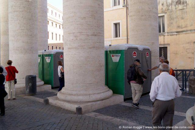 Toilettes place Saint-Pierre audiences papales