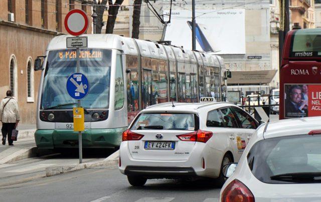 Tram et taxi à Rome